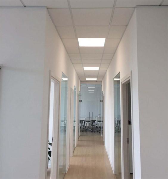 Illuminazione Ufficio Direzionale.Impianto Elettrico Ed Illuminazione Per Uffici E R Lux